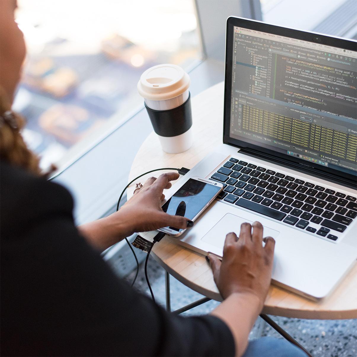 Varför används öppen källkod och vikten av säkerhet i hanteringen av öppen källkod | Vårt samarbete med open-source-security-företaget Debricked.